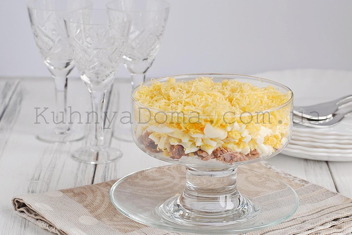 Салат с мясом и маринованным луком