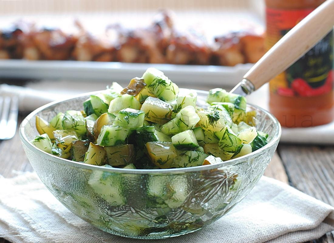 Салат из свежих и соленых огурцов