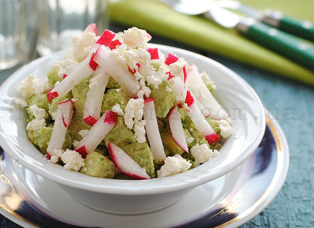 Картофельный салат с заправкой из черемши