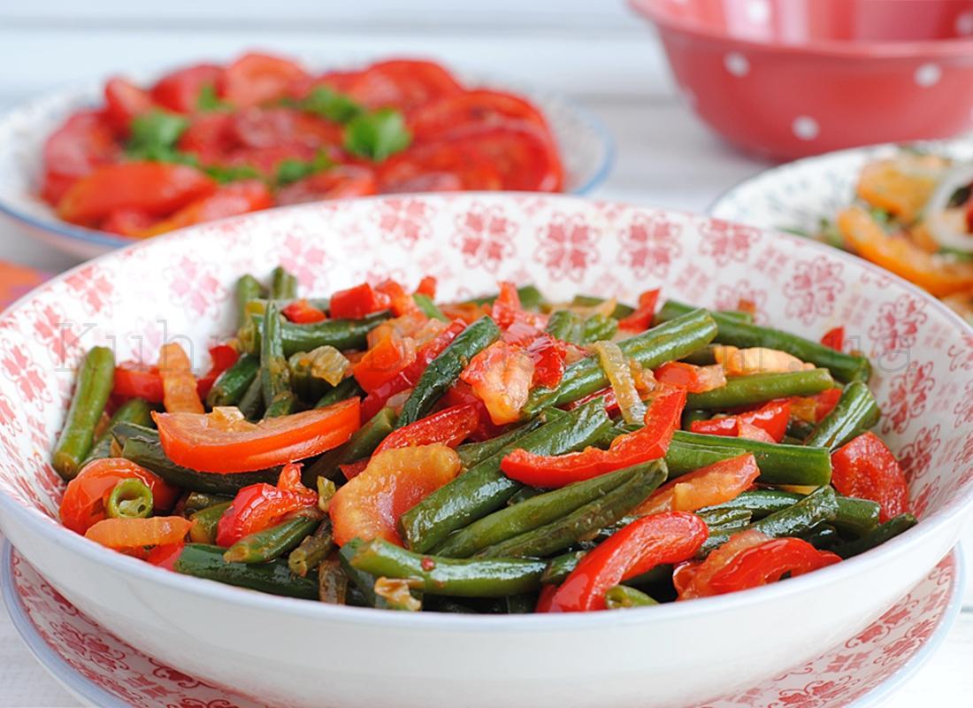 Стручковая фасоль жареная с овощами