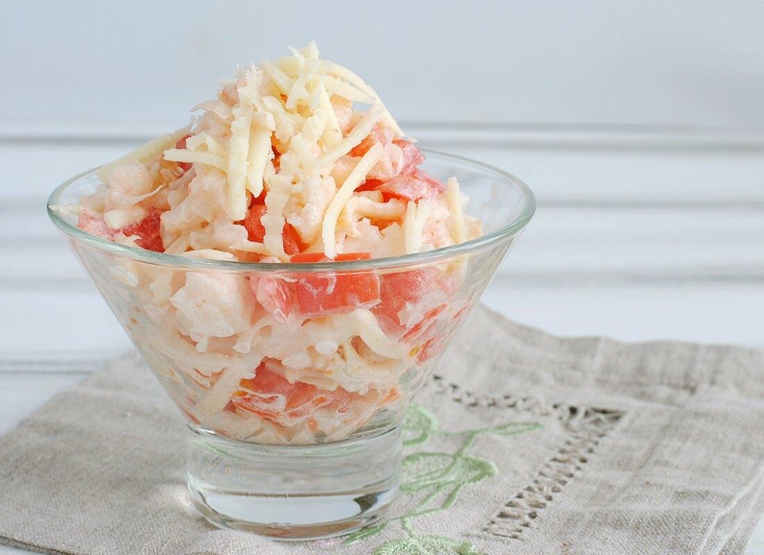 Салат из цветной капусты и помидоров