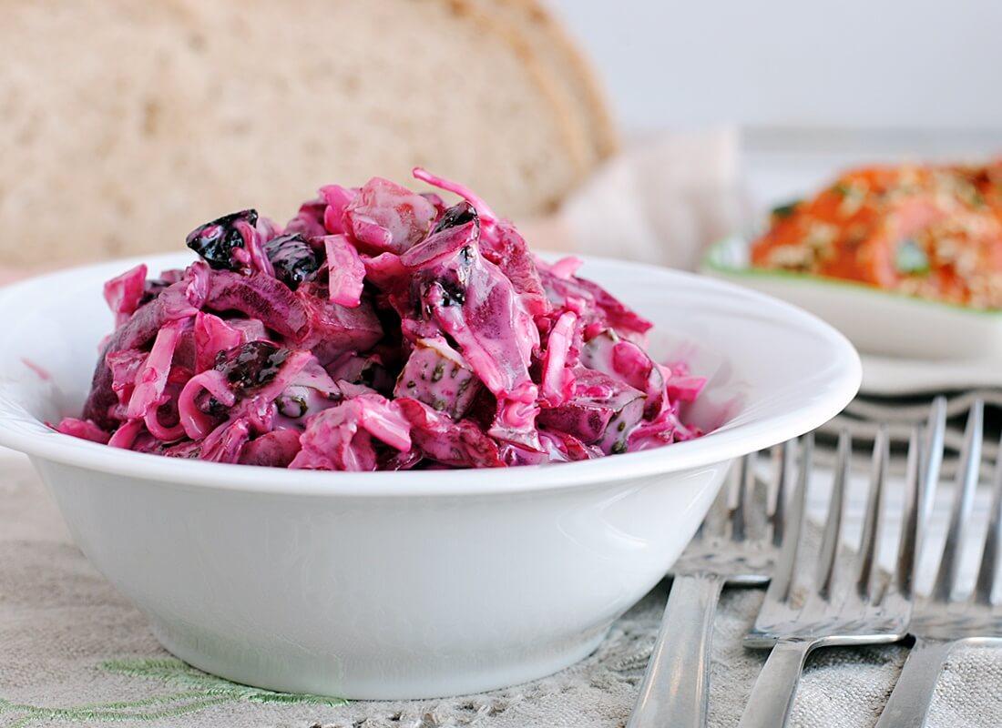 Салат из свеклы, сыра и огурцов