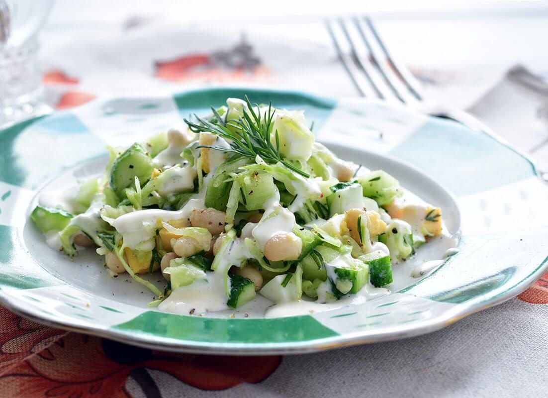 Капустный салат с фасолью