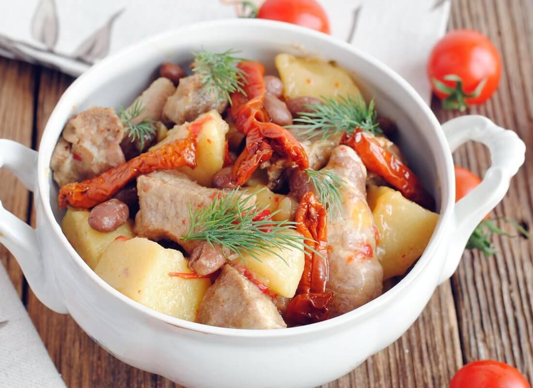 Свинина с вялеными томатами и фасолью