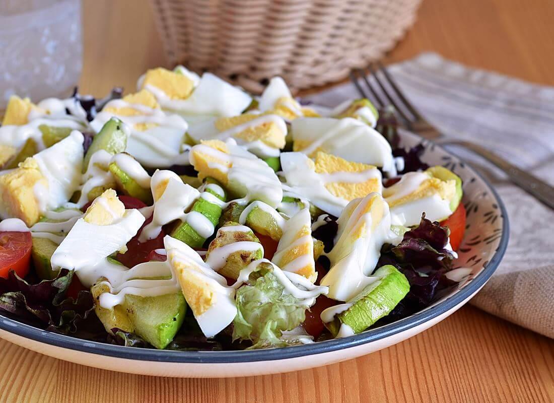 Салат с печенными кабачками