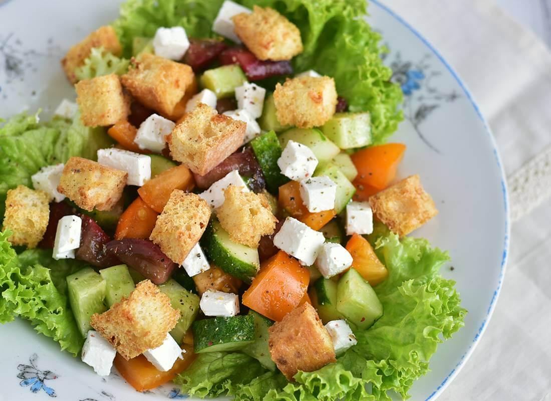 Овощной салат с чабаттой