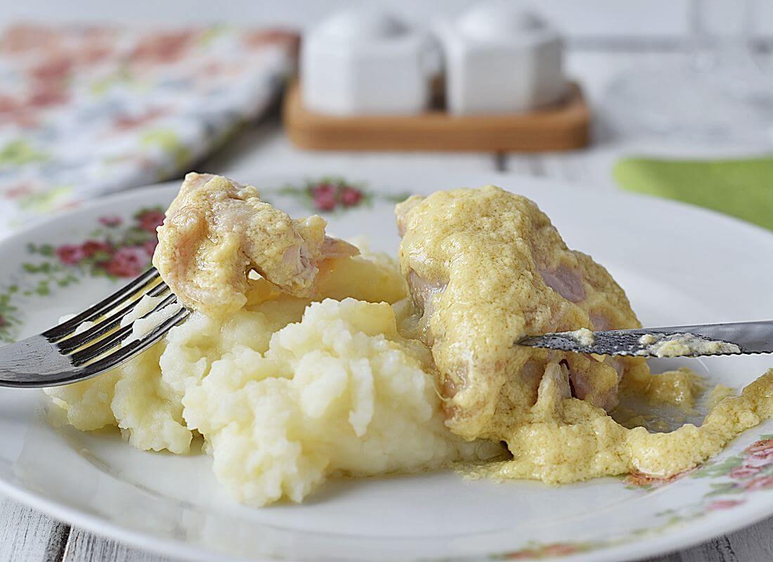 Фрикасе (fricassée) по-парижски из курицы с белым вином