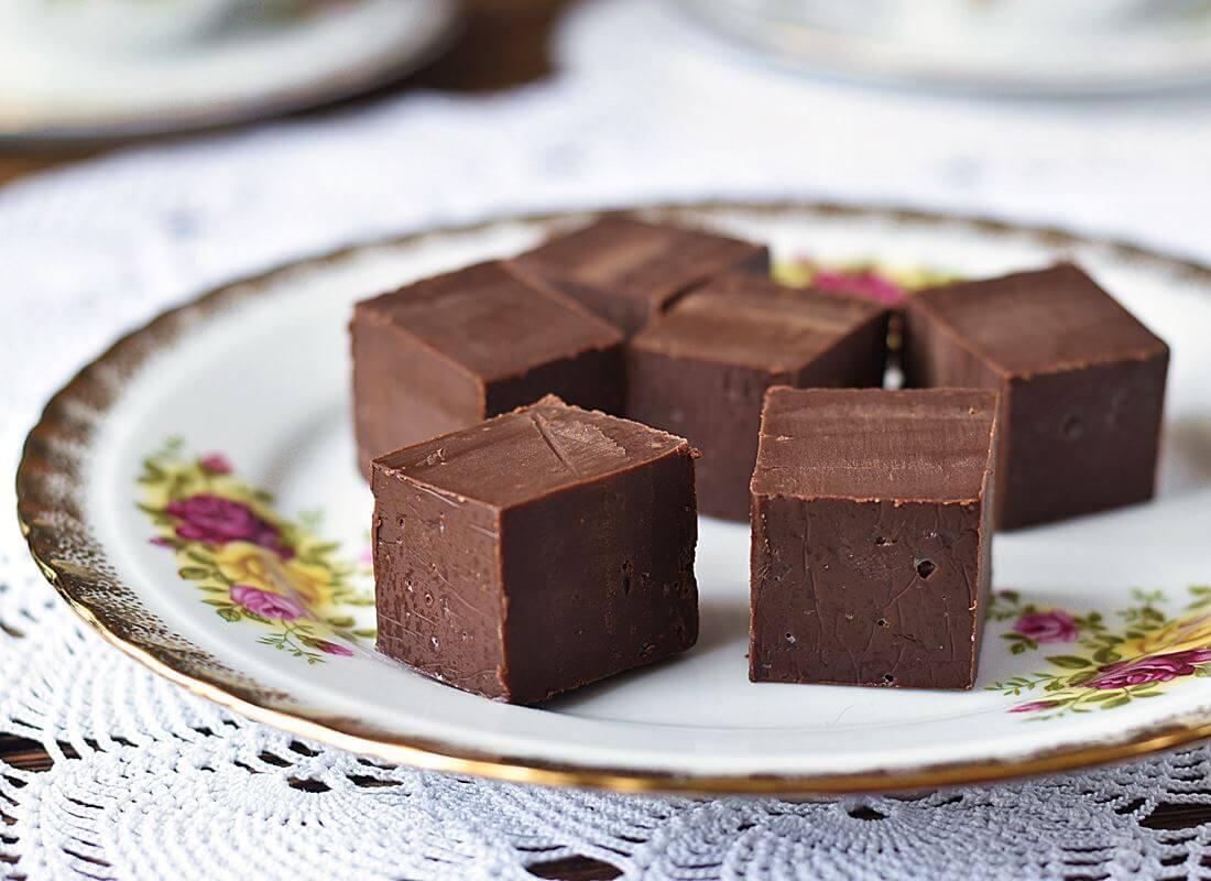 Шоколадная помадка из вареной сгущенки и нутеллы