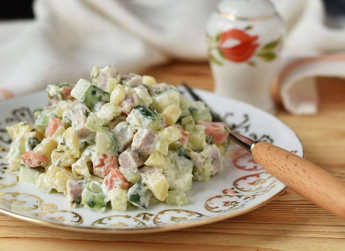 Картофельный салат с мясом и сельдереем