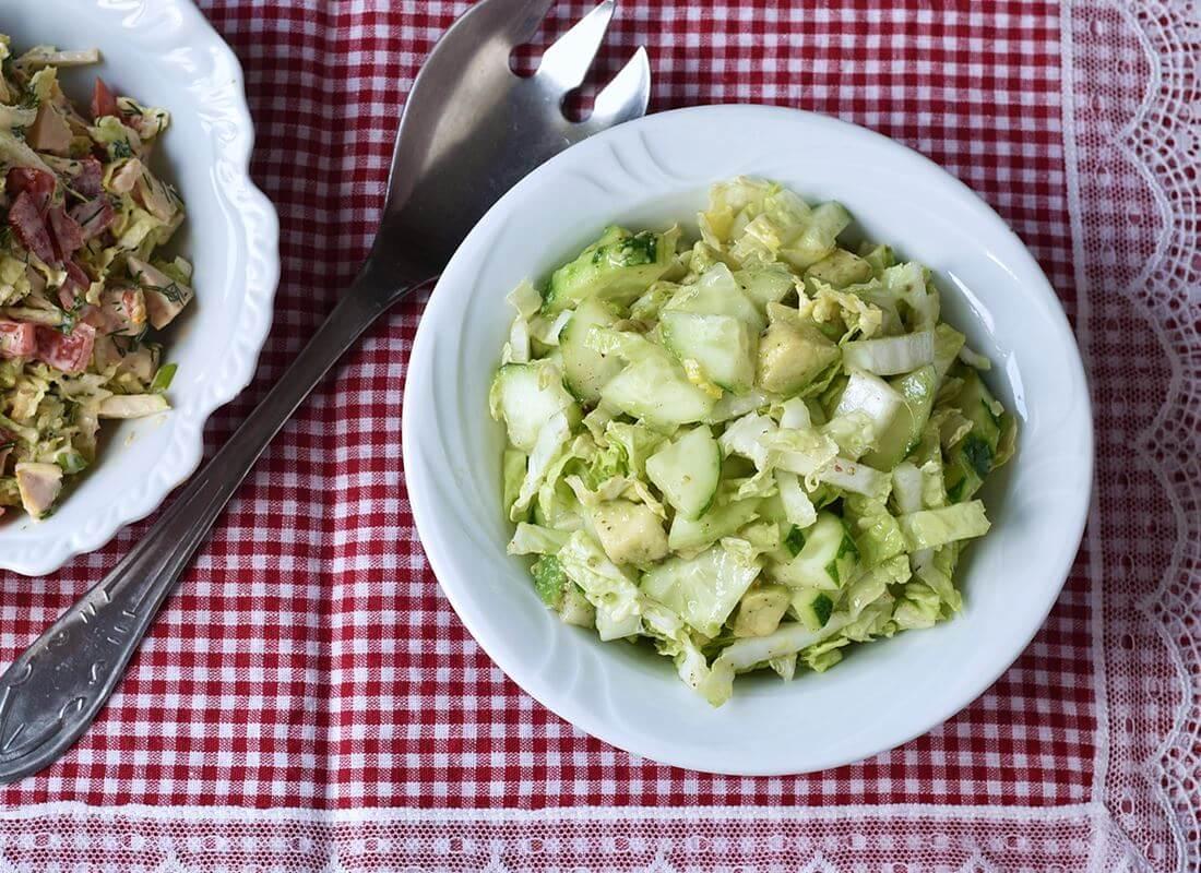 Салат с авокадо, пекинской капустой и огурцами