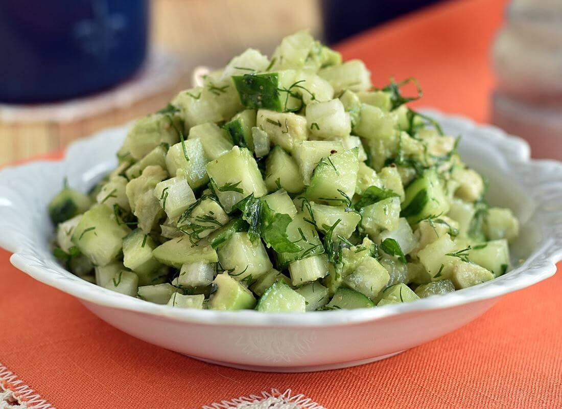 Зеленый салат из сельдерея