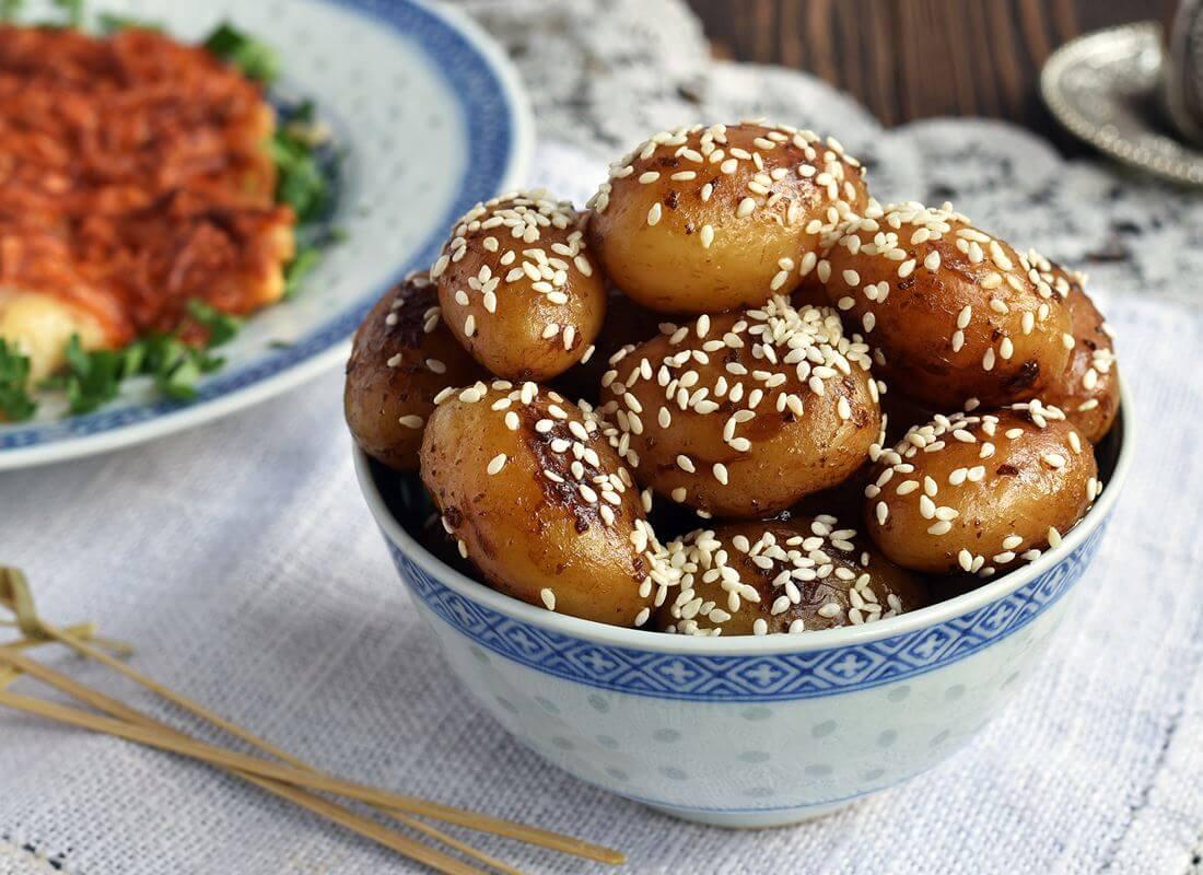 Картофель-мини в соевой глазури (알감자조림)