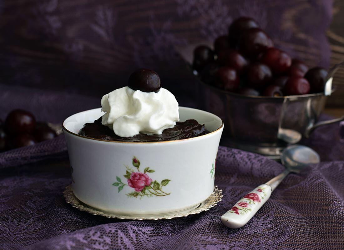 Шоколадно-вишневый десерт
