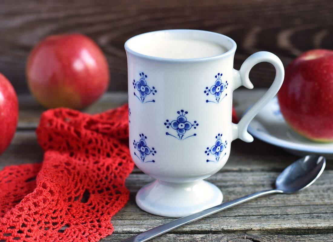 Йогуртовый десерт с яблочным пюре