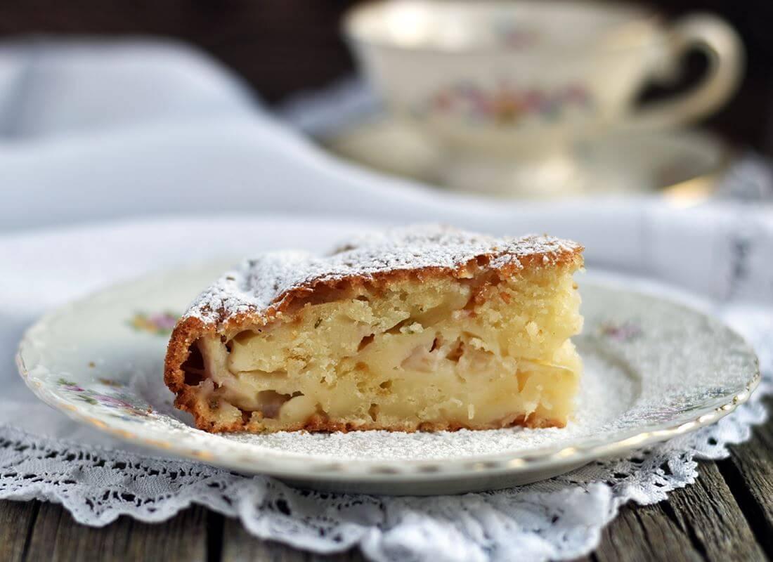 Йогуртовый торт с яблоками и розмарином в СВЧ, духовке и мультипечи (аэрофритюрнице)